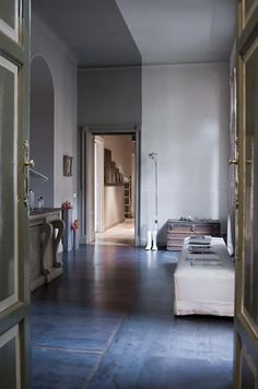 A neutral apartment in Milan