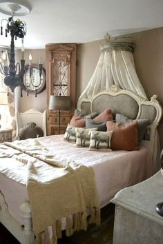 J'adore Les Trois Petits Couchons!  See thefrenchinspiredroom.com