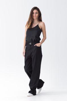 Cool pants & minimalist top by @Lin_apparel (instagram)