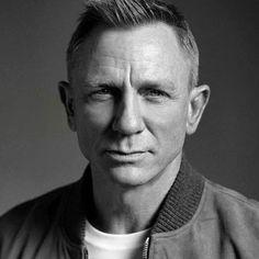 Daniel Craig Style, Daniel Craig James Bond, Daniel Stevens, Craig Bond, Daniel Graig, Face Reading, Best Bond, Celebrity Dads, Hollywood Actor