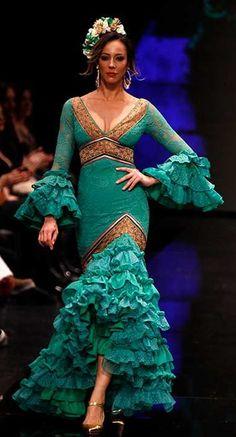 Flamenco Dresses, Flamenco Costume, Ethnic Fashion, Fashion Art, Fashion Models, Flamenco Wedding, Flamingo Dress, Costumes Around The World, Diy Clothes