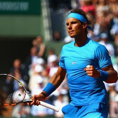 Serena Survives, Rafa and Murray Advance in French Open Tennis