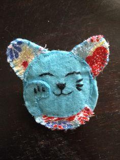 Lucky cat felt brooch #MollieMakes