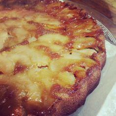 obrátený apple cake with sugar from coconut flowers