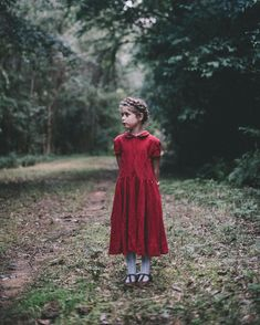 Walking in the forest of memories with this charming girl in our red peter pan collar dress. Thanks to @lamblovesfox! We wonder how it feels to celebrate December with no frost to remember? :) #sondeflor #littlereddress #peterpancollardress #linenforgirls