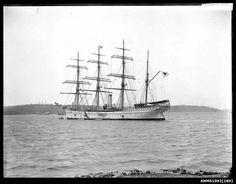 TAISEI MARU at anchor in Sydney Harbour (9203970413).jpg