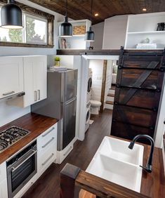 Canada Goose by Mint Tiny Homes - Tiny Living - - The Canada Goose is a gorgeous gooseneck tiny house built by Mint Tiny Homes. The home includes a large bedroom over the gooseneck hitch. Alpha Tiny House, Small Tiny House, Modern Tiny House, Tiny House Cabin, Tiny Houses For Sale, Tiny House Plans, Tiny House Design, Tiny House On Wheels, Small Space Bathroom