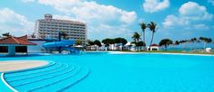 10 resort hotels with amazing pool in Okinawa! – good for family with children Okinawa, Japan Travel, Japan Trip, Hotels And Resorts, Luxury Hotels, Places To See, Relax, Children, Beach