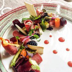 Cannolo di lingua con ricotta, frutta, verdura e balsamico by Ristorante Macelleria Motta