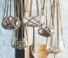 Natural rope material for macrame hanging planters give a rustic, boho feel to your home.Here Are Some DIY Instructions to Make a Hanging Plant Holder You can make a simple and trendy macrame vase holder in ten minutes with just a few basic supplies Diy Macrame Plant Hanger, Macrame Plant Hanger Patterns, Macreme Plant Hanger, Crochet Plant Hanger, Diy Hanging Planter Macrame, Hanging Plant Diy, Free Macrame Patterns, Diy Home Accessories, Kitchen Accessories