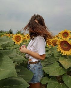 Beautiful and Sexy Babes! Tumblr Photography, Girl Photography Poses, Pinterest Photography, Aesthetic Photo, Aesthetic Girl, Sunflower Photography, Insta Photo Ideas, Photo Poses, Belle Photo
