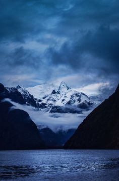 Milford sound, New Zealand Ebook: 9 Great Walks Of New Zealand… Places To Travel, Places To See, Beautiful World, Beautiful Places, Great Walks, Milford Sound, New Zealand Travel, Nature Scenes, Belle Photo