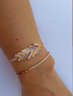 Bracelets feather / Pulseras pluma / Bracelets Miyuki / Pulseras Miyuki de studi… Feather bracelets / Feather bracelets / Miyuki bracelets / Miyuki bracelets by studiostardustdesign on Etsy Beaded Bracelet Patterns, Beaded Earrings, Beaded Bracelets, Earrings Handmade, Dangle Earrings, Diamond Earrings, Womens Jewelry Rings, Women Jewelry, Bracelet Crafts