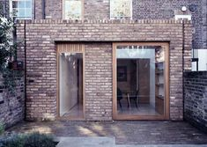 Brick parapet and flat roof example. They've finished with a different course of brick on top. Brick Extension, Rear Extension, Extension Google, Extension Ideas, Brick Architecture, Classical Architecture, Georgian Terrace, Brick Detail, D House