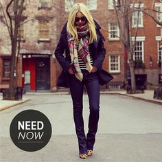 Not crazy about those shoes with this outfit, I'd do red pumps or boots. Like the oversized plaid scarf Looks Street Style, Looks Style, Style Me, City Style, Winter Looks, Fashion Moda, Look Fashion, Fashion Fall, Fall Winter Outfits