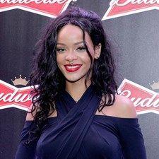 Lo voglio anch'io!         Il finto piercing di Rihanna... ma non solo. Dalle star più glam direttamente al tuo armadio con un solo click. Scopri le borse, le scarpe, gli accessori e i capi più amati dai vip. E comprateli anche tu  .News dal Mondo FASHION.. Per i vostri acquisti, visitate www.dadeshoes.com, scarpe e accessori firmati ai prezzi più bassi del web! LIU JO, CESARE P, VIC MATIE', GABS, D'ACQUASPARTA, LORIBLU, DOUCAL'S,  REFRIGUE, BAGGHY e molto altro ancora! N