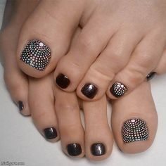 21 Incredible Toe Nail Designs for Your Perfect Feet Charming Dotted Nail De Toenail Art Designs, Pedicure Designs, Pedicure Nail Art, French Pedicure, Pretty Toe Nails, Cute Toe Nails, Fancy Nails, Toe Nail Color, Toe Nail Art