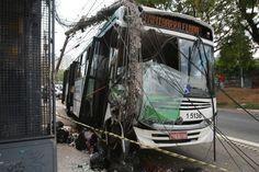 São Paulo: Briga dentro de ônibus acaba em acidente