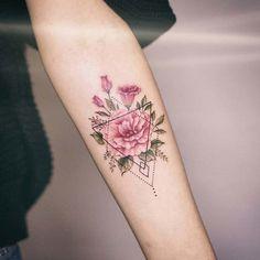 Flower tattoo with geometric pattern – tattoo tatuagem - diy tattoo images Diy Tattoo, Tattoo Fonts, Tattoo Guys, Tattoo Quotes, Body Art Tattoos, Small Tattoos, Sleeve Tattoos, Tatoos, Woman Tattoos