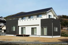 浅口市-Asakuchi city- M様邸 Garage Doors, Outdoor Decor, Home Decor, Decoration Home, Room Decor, Home Interior Design, Carriage Doors, Home Decoration, Interior Design