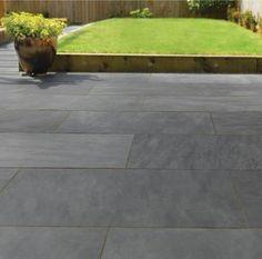 Grey patio slabs slate trendy ideas - home/home, Slate Paving Slabs, Slate Patio, Patio Slabs, Patio Tiles, Paved Patio, Patio Wall, Grey Pavers, Sandstone Paving, Paving Stones