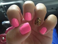 Cute for short nails.