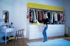 «J'ai fixé une étagère et un rail au-dessus de notre commode MALM. Birte aime ce côté boutique.»