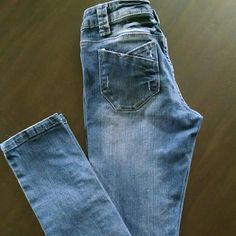 Distressed Skinny Jeans Never Worn - Size 3 Long NO TRADES - NO PAYPAL Jeans Skinny