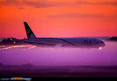 Pakistan International Airlines Boeing 777-340/ER