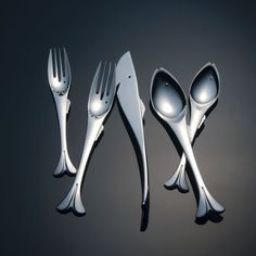 21 Cool Cutlery, Flatware and Silverware Designs Modern Flatware, Silver Cutlery, Flatware Set, Silverware Sets, Fish Shapes, Blog Deco, Place Settings, Kitchen Gadgets, Beach House Decor