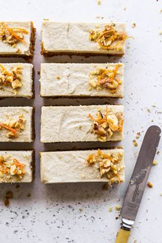 A quick & easy recipe for the BEST No-Bake Healthy Carrot Cake Bars!  Packed with fresh sweet carrots, heavenly scented with cozy spices and naturally sweetened with dates and maple syrup, these frosted carrot cake bars are the ultimate guilt-free dessert!   mylovelylittlelunchbox.com #carrot #cake #vegan #healthy #dessert #mylovelylittlelunchbox Quick Easy Desserts, Healthy Dessert Recipes, Healthy Baking, Quick Easy Meals, Baking Recipes, Whole Food Recipes, Cupcake Recipes, Healthy Slice, Healthy Carrot Cakes
