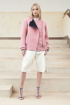See the complete Chloé Resort 2014 collection.