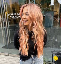 This season, there's a fresh hair-color trend for every aesthetic, from neutrals to statement shades. Black Hair With Lowlights, Purple Hair Highlights, Hair Color Purple, Winter Hairstyles, Cool Hairstyles, Medium Brunette Hair, Hair Colorist, Haircolor, Creative Hair Color