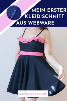 """Es ist nun einige Monate her, da hab ich mir dieses Kleid genäht. Es ist aber nicht einfach ein Kleid, es ist mein erstes Kleid aus Webware überhaupt das ich genäht habe. Es beinhaltet jedoch noch ein paar andere """"erste Male"""" 😉... #kleidnähen #kleid#webwarenähen #schnittkonstruktion#webwarenkleid #nähen #herzausschnitt #volant#volantauschiffon Formal Dresses, Inspiration, Design, Fashion, Helpful Tips, Sew Dress, Couple, Weaving, Sewing Patterns"""