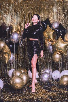 Birthday Goals, 18th Birthday Party, Girl Birthday, Birthday Photography, Girl Photography Poses, Creative Photography, New Year Photoshoot, Photoshoot Themes, Cute Birthday Pictures