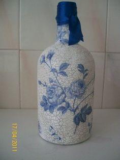 Decoupage paso a paso Wine Bottle Vases, Diy Bottle, Wine Bottle Crafts, Bottles And Jars, Glass Bottles, Decoupage Art, Decoupage Vintage, Crafts With Glass Jars, Altered Bottles
