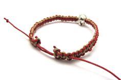 Tutorial for knotted macrame bracelet.