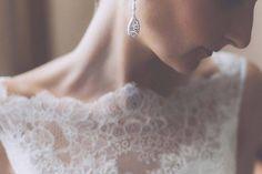 Teardrop earrings add simple elegance to this timeless bridal look | Giuseppe Marano
