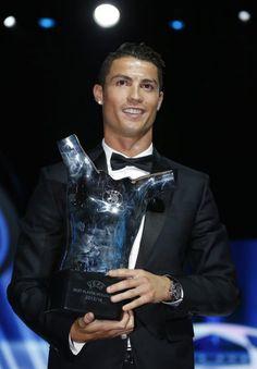 Eine brillante Weltmarke - Cristiano Ronaldo ist Europas Fußballer des Jahres. Mehr zur Person: http://www.nachrichten.at/nachrichten/meinung/menschen/Cristiano-Ronaldo-Eine-brillante-Weltmarke;art111731,1484047 (Bild: epa)