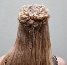 Idées Coupe cheveux Pour Femme  2017 / 2018   40 Coiffures Breezy Crown Braid pour l'été