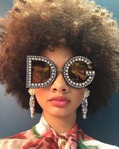 ˗ˏˋ I s a b e l l a ˊˎ˗ Funky Glasses, Eye Glasses, Classic Glasses, Editorial Fashion, Sunnies, Eyewear, Round Sunglasses, Makeup, Fashion Editorials