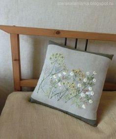 """Вышивка по японскому дизайну из книги Sadako Totsuka """"Herb Embroidery on Linen 1"""". Вышита японским мулине Cosmo. Подробности в блоге http://starakalamarka.blogspot.ru/2014/11/blog-post.html"""