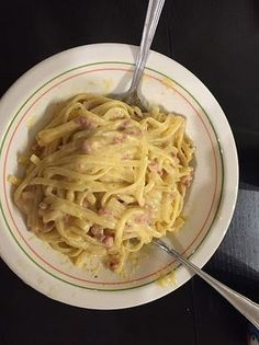 Carbonara wie bei der Mamma in Rom - Nudeln - Sauce recipes Spagetti Carbonara, Carbonara Recept, Carbonara Sauce, Sauce Recipes, Pasta Recipes, Fall Recipes, Dinner Recipes, Italy Food, Spaghetti Recipes