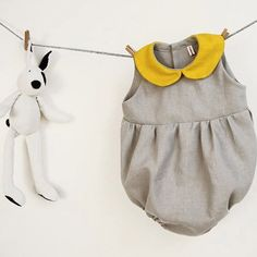 How ridiculously cute is this little romper? Available at Robedella Robi on Etsy #miniproductlove #robedellarobi