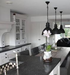 Realy like how the put the table in line with the worktop! Living Room Kitchen, Kitchen Decor, House Goals, Home Kitchens, Sweet Home, Kitchen Cabinets, Interior Design, Bodbyn, Diner Ideas