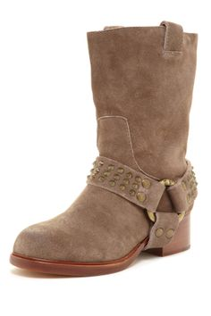 Slip on low heel fall boots