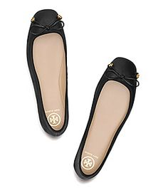 Designer Flat Shoes: Ankle Strap & Lace Up Flats Black Flats Shoes, Lace Up Flats, Black Ballet Flats, Ballerina Shoes, Flat Shoes, Dress Flats, Women's Fashion Leggings, Fashion Boots, Fashion Black