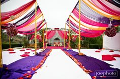Indian Wedding - Very nice idea for outdoor indian wedding if the weather permits. Fancy mandap with elaborate covering or lights over Guru Granth Sahab. Outdoor Indian Wedding, Big Fat Indian Wedding, Sikh Wedding, Punjabi Wedding, Wedding Events, Wedding Ceremony, Wedding Draping, Wedding Mandap, Wedding Tables