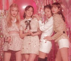 Find images and videos about kpop, rose and blackpink on We Heart It - the app to get lost in what you love. Celebrity Style Casual, Celebrity Fashion Outfits, Blackpink Fashion, Fashion 2018, Runway Fashion, Fashion Dresses, Fashion Trends, Black Pink Lalisa Manoban, South Korean Girls