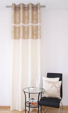Štýlové závesy v béžovej farbe do spálne s orechovým vzorom